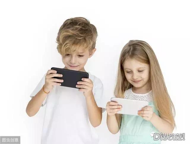长期抱着孩子玩手机对宝宝危害到底有多大(父母必看)